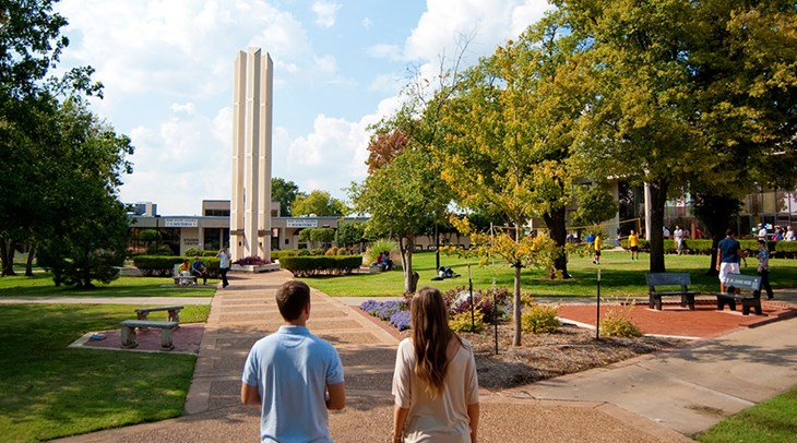 Students strolling the Rose State College campus mall